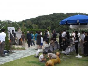 慰霊祭の一場面
